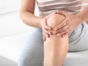 چرا هنگام خم و راست شدن زانو درد میکند؟